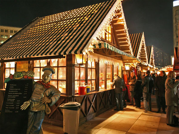 Weihnachtsmarkt auf dem Alexanderplatz - Glühweinstände