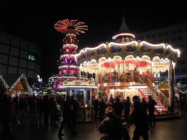 Weihnachtsmarkt auf dem Alexanderplatz - Karussell