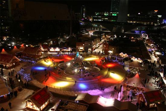 Weihnachtsmarkt am Roten Rathaus - Eislaufbahn