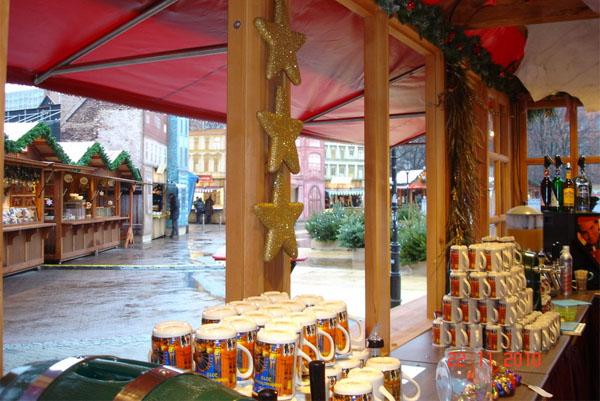 Weihnachtsmarkt am Roten Rathaus - Glühweinstand