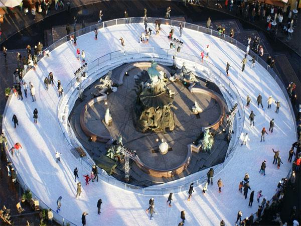 Eislaufbahn am Neptunbrunnen