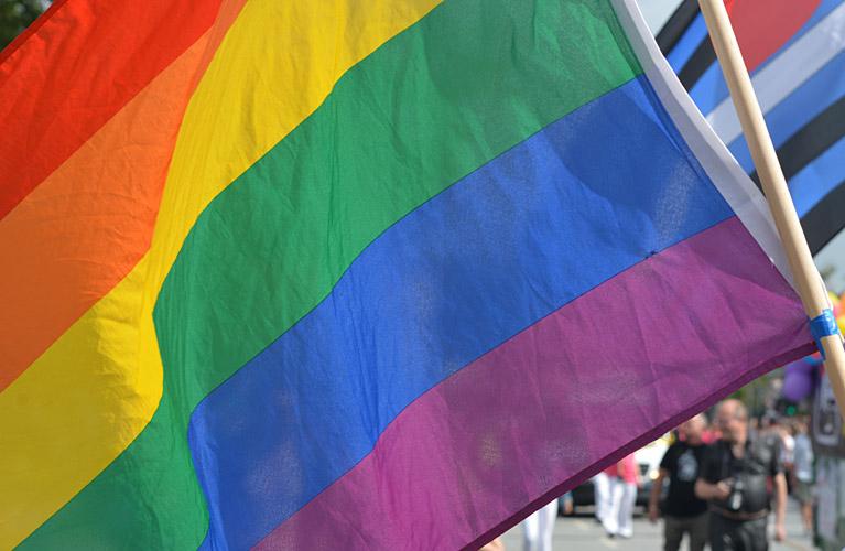 Regenbogenfahne beim Christopher Street Day