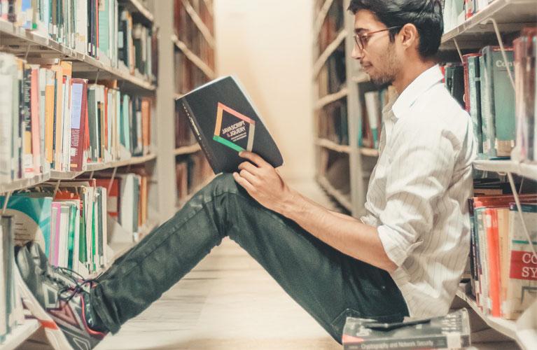 Flirten an der Uni: So lernt man andere näher kennen
